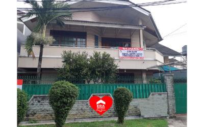 Rumah Luas Lokasi Strategis di Jl. Kangkung Kebayoran Lama Jakarta Selatan